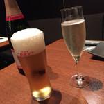 イベリコ屋 - イベリコ屋 六本木店(東京都港区六本木)スパークリングワインと生ビール