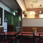 慶珍楼 - 客席(厨房側)