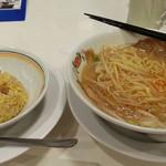 餃子の王将 - 醤油豚骨の王将ラーメン通常サイズの500円とジャストサイズの炒飯248円
