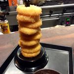 たんとたんと - 「チーズリングフライのタワー サルサソース」(680円)。