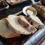陶仙房 須栗平 - パンプレートの天然酵母パン二種類