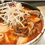 麺匠 呉屋 - 浅利辛そば+海老ワンタン 880+300円 けっこー辛いです。そして美味いです。