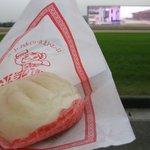 JOY - ラー油入り肉まん ¥200-