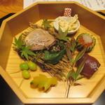 かま田 - ⑦八寸 手毬寿司 いくら醤油漬け、柿の白和え、生麩田楽、木の葉南瓜、鴨ロース、銀杏松葉串