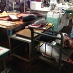塩竈市場食堂 - 鮪さん解体中!