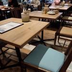 熟成肉LAB DA★BUTCHERS - 2人用テーブル席
