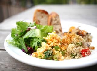 ガーデンハウス クラフツ - 3種デリ&サラダ&全粒粉パンのセット(1250円)