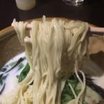 京都の麺匠「麺屋棣鄂(ていがく)」の中加水細麺26番を使用