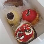 57820605 - カープのケーキ2種類、モンブラン、他