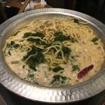 鹿児島県霧島市 塚田農場 - 黒炊き餃子の残りスープでラーメン