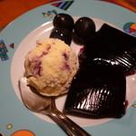 ツヴァイ ヘルツェン - ブルーベリーアイスとブドウジュースのゼリー