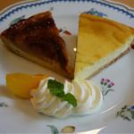 57822369 - 季節のリンゴタルト(ブラムリーアップル) ¥550                       チーズタルト(北海道産クリームチーズとサワークリーム、きび砂糖使用) ¥500