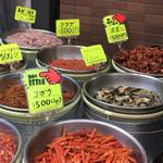 キムチの山田商店 - クラゲやサワガニまであるよ