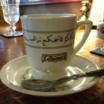 アラビゴコーヒー - カップはなんと店名入りのオリジナル