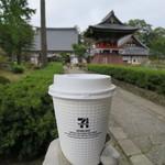 セブンイレブン - ドリンク写真:コーヒーS100円(内税)。お寺の前のお店です。