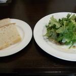 ビストロマエダ - フロマージュドテートサラダ仕立て+パン