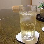 千松しま - 梅酒をソーダ割りで