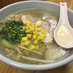 太陽軒 - 塩ラーメン630円 友人のでスープは飲み比べてみた☆