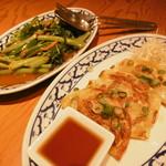 クワンチャイ - 空芯菜の炒め物、タイハーブ餃子