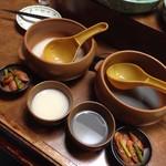 なじみ亭 - お通し&マッコリ&黒豆マッコリ