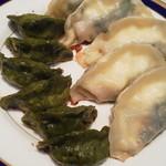 赤ずきん - 料理写真:みどりギョーザ200円、しそチーズギョーザ300円