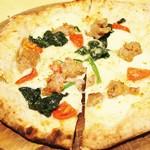 57832948 - サルディッチャとほうれん草とミニトマトのピザ!!ヾ(o´∀`o)ノワァーィ♪
