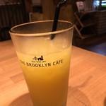 THE BROOKLYN CAFE - コールドプレスジュース イエロー【パプリカ・マンゴー・グレープフルーツ】680円
