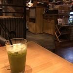 THE BROOKLYN CAFE - コールドプレスジュースと店内