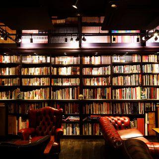 アンティークソファでゆったり読書を