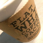 フラット ホワイト コーヒー ファクトリー - お洒落なカップスリーブ