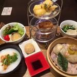 荘園中華と飲茶 リー ツァン ティン  - 李さんの飲茶と中華粥のセット 1,500円