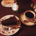 57841597 - ガトーショコラとハンドドリップ珈琲。カップやお皿がおしゃれで、こだわりを感じました(^^♪