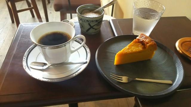 元町珈琲店 - 深煎珈琲マイルド・かぼちゃのケーキ