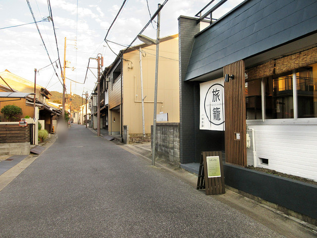 奈良ゲストハウス 神奈寐 - 奥に進むと高畑の中心エリア。ならまち方面は手前