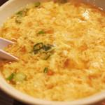 牛串萬の - 牛骨の玉子スープ。 見て見て、糸みたいに細~い玉子だよ。 おうちでもよく玉子スープを作るけど、 全然こんな風になってくれないんだよね~