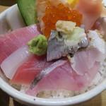 スシダイニング ほしの - 料理写真:特選海鮮丼