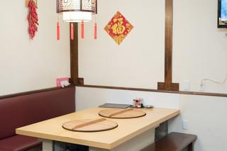 滕記熟食坊 - 2016.10 テーブル席の中央に大鍋を設置