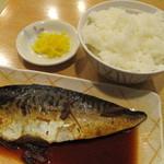 姫路食堂 - ご飯(中180円)と鯖の煮付
