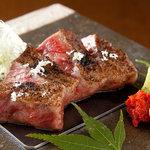 鉄板焼と和食 宴 - 旨味を引き出す為に熟成させたA5ランクの黒毛和牛サーロインステーキ