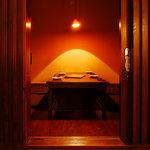 鉄板焼と和食 宴 - デートやお忍びでのご利用にほんのり暗い個室