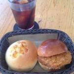 ミクスチャー - 焼きチーズキーマカレーパン、カレーコロッケ、アイスコーヒー