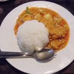 チリ マッチャ - ランチメニュー「タレーパッポンカリー(シーフードと卵のカレー炒め)」(790円)