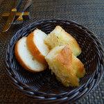 57852516 - 自家製パン2種