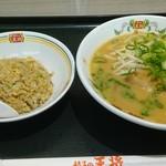 餃子の王将 - 日替りランチ(チャーハン小にしました)500円+税になります