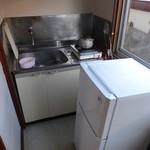 57860485 - 自炊部屋のキッチンと冷蔵庫
