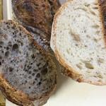 ブランジェリー ラ・フォンティヌ・ドゥ・ルルド - バゲットシリアルと栗のパン 断面