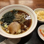 金春本館2号店 - ラーメン・半炒飯のセット