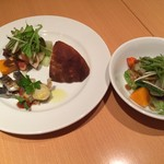 クチーナナトューラリスモダナオヤ - 料理写真:(左)拘りサラダと前菜盛り合わせと自家製パン(右)拘りサラダ