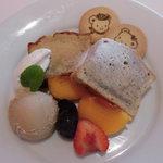 Fruit Parlor 別品堂 - すみれのパウンドケーキ 800円