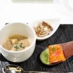 メイ - セップ茸のポタージュ サーモンマリネとフロマージュブラン枝豆のソース 舞茸のムースにほうじ茶のジュレ